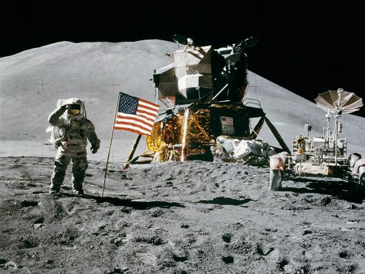 http://www.spacewallpapers.net/wallpapers/albums/Apollo/normal_A15FlagSalute.jpg